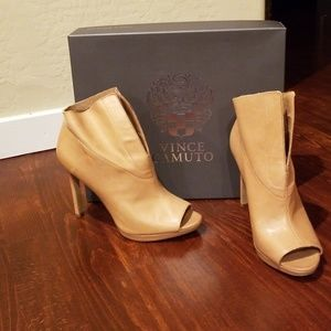 Gently Used Vince Camuto-Rora